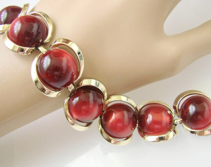 Chunky Vintage Iridescent Garnet Red Lucite Cabochon Goldtone Bracelet / Jewelry / Jewellery