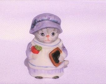 Vintage Kitty Cucumber Porcelain Thimble. Vintage Thimble.