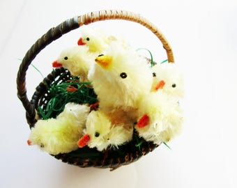 Set of 7 p. Vintage fluffly Chicks with Mother made from Pipe Cleaner and Wire , Spring Easter Home Decor or Supply for Crafting