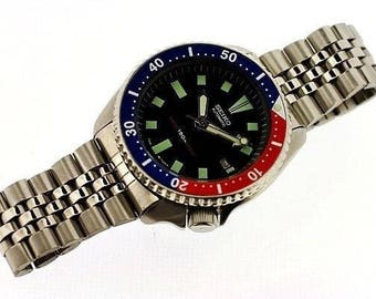 Vintage 1990s Seiko Classic 7002-700A Men's Scuba Diver's Sport Automatic Watch SN # 2N2368