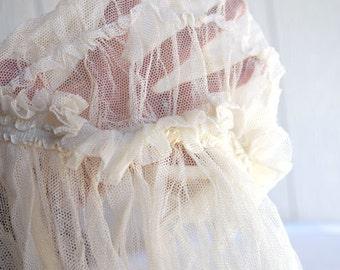 Vintage Beautiful off-white Veil Long