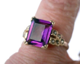 Vintage Amethyst Glass Gold Plate Costume Ring SZ 9