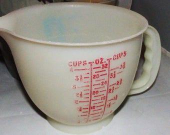 Vintage 1977 4 Cup Tupperware Measuring Cup No. 1288 batter bowl