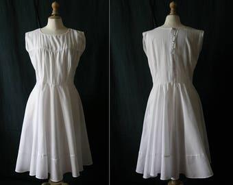 1950's White dress, sleeveless, cotton.
