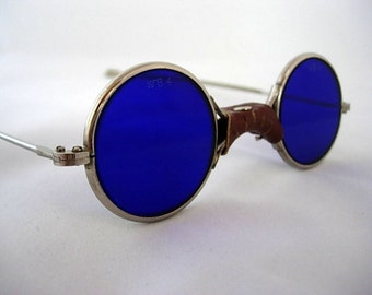 Willson Cobalt Blue Vintage Safety Goggles Glasses Leather Bridge Cover Orig Box Steampunk Motorcycle Perfect Non-Prescription Etched Lenses