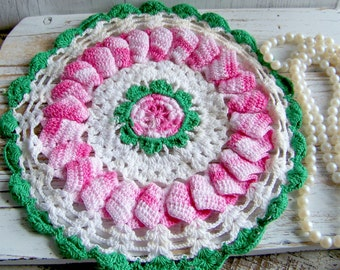Vintage Crocheted Hot Pad, Vintage Doily, Vintage Linen, Vintage Pink and Green Linen, Antique Linens, Shabby and Chic Home, Farmhouse