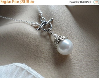 ON-SALE Pearl and Toggle Necklace - June Birthstone, Birthday Gifts, Bridal Jewelry, Anniversary Gifts, Gift for HER
