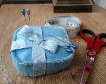 The Perfect Gift : Handmade Magnetic Pin Cushion in Blue