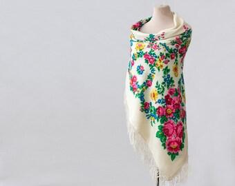 off white Russian shawl, flower garlands, wool shawl with fringed, designer shawl, Pavlovoposad shawl, Russian scarf, winter wedding throw