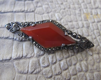 Art Deco Agate-Carnelian & Marcasites set in a Sterling Silver Collar Pin or Bar Brooch. Likely German, 925 Stamped 1920's Age Fashion Jewel