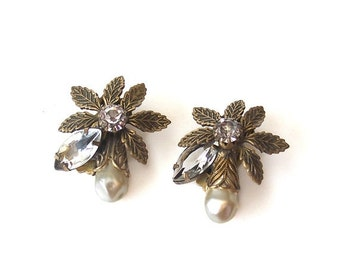 Vintage Earrings Baroque Pearl Faceted Glass Stones Clip on back