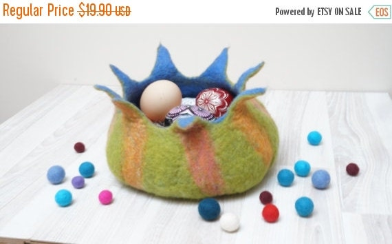 BLACK FRIDAY SALE Felted Easter eggs nesting Bowl Basket for Candies, Nuts, Easter Eggs or Treasuries Ornament Halloween Pumpkin made to ord