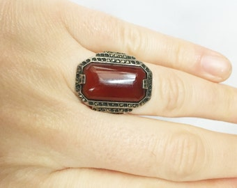 sterling silver ring with carnelian stone surrounded by marcasite chips size 4.75