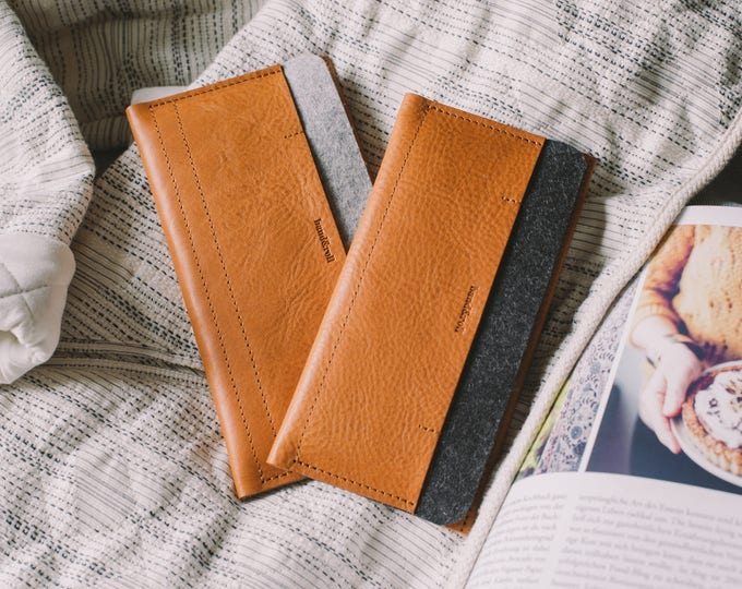 """Leather Wallet with Cap for New Samsung Galaxy S8, leather, wool felt, """"Carrier"""", by band&roll"""