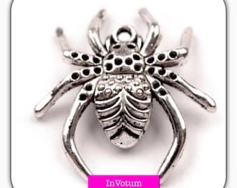 Metal pendants, charms,