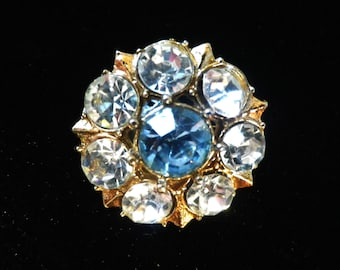 Small rhinestone brooch, sparkly brooch, blue and white crystals, flower shaped, gold tone jewelry, presentation box, vintage jewellery