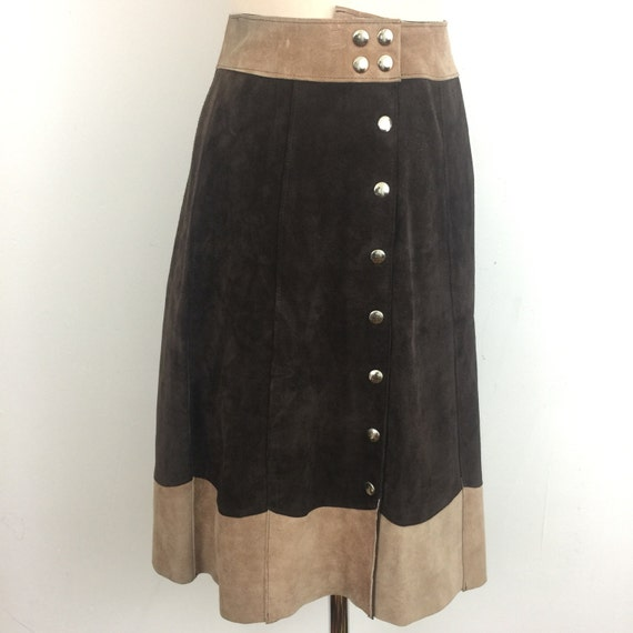 """1970s suede skirt silver button front skirt A line brown beige suede real leather knee length UK 10 26"""" waist 70s hippy boho vintage"""