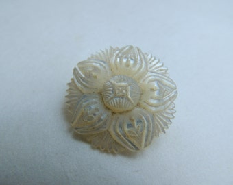 Beautifully Carved Vintage Mother Of Pearl Flower/Star Brooch