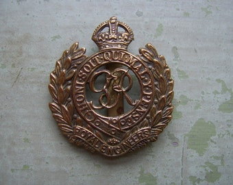 A Vintage WWII Military Cap Badge/Badge - Royal Engineers - Circa 1930's-1940's.