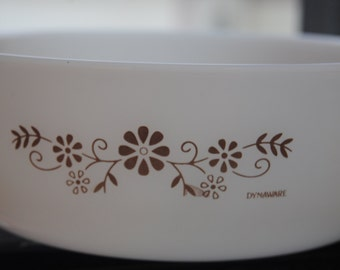 Round Casserole Dishes/White Glass/Dynaware