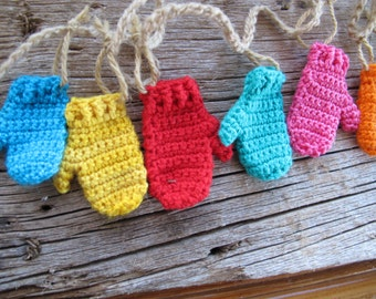 Bright multicoloured mitten garland / Christmas garland / Rainbow Mitten bunting / banner garland