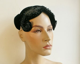 Vintage 1940s 1950s hat vintage hand beaded caplet with side curled wings