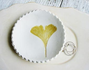 Ginkgo Ring Dish, Yellow Gold Leaf Ring Dish, Ring Dish, Botanical Ring Dish, Ring Holder, Clay Dish, Nature Dish, Art Bowl, Jewelry Dish