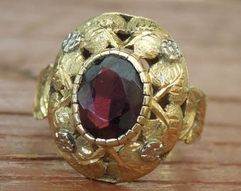 Antique Oval Garnet in 18K Yellow Gold Mounting