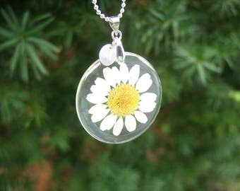 Mothers Day Gift, Personalized Flower Necklace, Real Daisy Necklace, Pressed Flower Botanical Jewelry, Nature Jewelry, Floral Necklace
