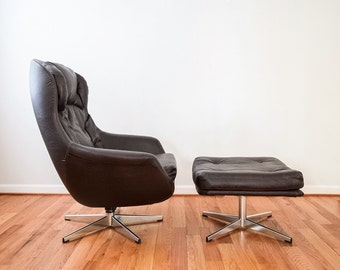 mid century lounge chair, mid century chair, Selig egg swivel lounge chair & ottoman, made in Sweden, Eames era, vintage