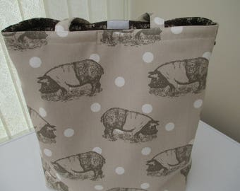 Tote bag/market bag/shopper made from 100% cotton with a cute pig design. Zipped inside pocket.