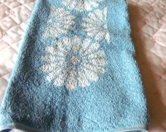 VINTAGE NEW One TOWEL Light Blue and White Hand Towel 17 x 27 Never Used Store Stock  Perfect Condition
