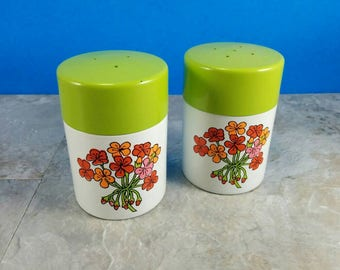 Vintage Spring Green and Red Flowers Retro Salt and Pepper Shakers - Enamel-ware Metal Kitsch Salt and Pepper Set