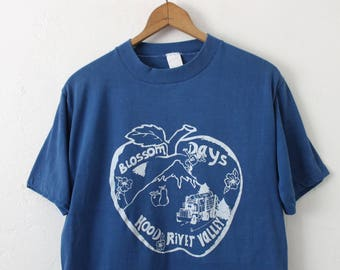 LARGE Vintage 1980s Blossom Days Hood River Valley Soft and Thin Graphic T-Shirt