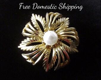 Lisner Brooch, Lisner Jewelry, Faux Pearl Brooch, Lisner Pearl Brooch, Mid Century Brooch, Floral Pearl Brooch, Free US Shipping