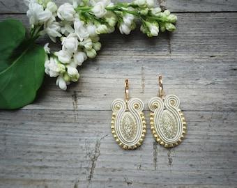 Beige and gold soutache earrings ! Wedding ! orecchini soutache, boucles d'oreilles soutache