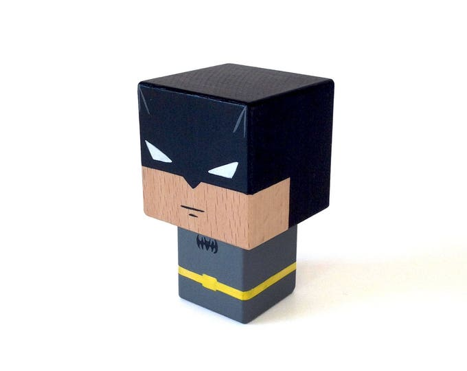 "Featured listing image: Figurine cubique Super-héros ""Batman"" ( taille S ) - Peinte à la main"