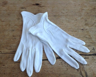 Vintage White Ladies Gloves with Embroidery