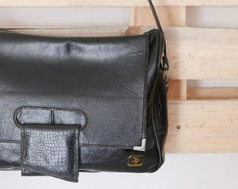 Vintage  shoulder bag in black leather, lined inside with compartments OOAK Made in Italy