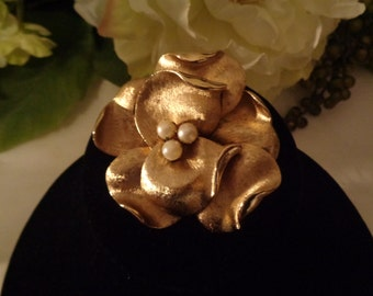 Coro Jewelry Francois Brushed Gold Tone Faux Pearl Flower Brooch Quality High End Designer