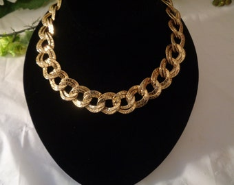 Erwin Pearl Hammered Double Gold Tone Interlocking Links Necklace Choker Badabling