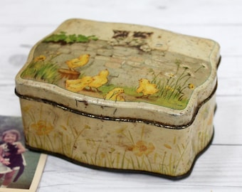 Vintage Rare Small Scalloped Edge Tin Box, Vintage Small Italian Tin with Cover