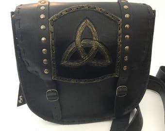 Shoulder bag in rigid leather