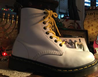 white DOC MARTENS.. ladies size 7.. gorgeous, like new condition!  comfy & cozy..free shipping