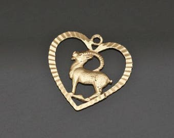 Vintage 18K Yellow Gold Pendant, Delicate Antelope Figure, L 2.2 cm