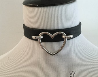 The AMOUR-PROPRE Collar : Black Leather Heart Ring Choker - O Ring, Collar, BDSM, Fetish, Kitten, Nugoth, Goth Lolita