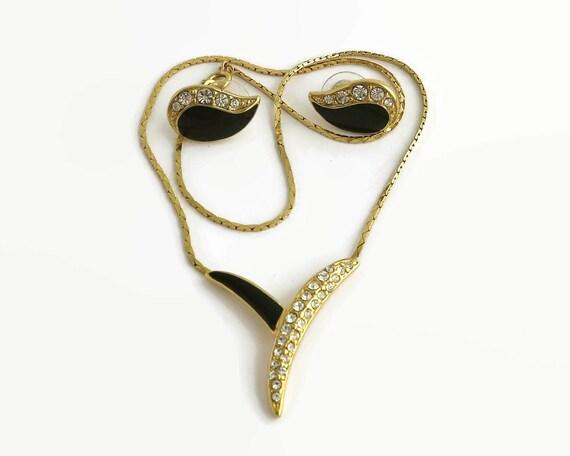 Trifari necklace and earrings, rhinestones and black enamel in gold tone metal, cobra chain, Y pendant, tear drop shaped earrings, 1970s