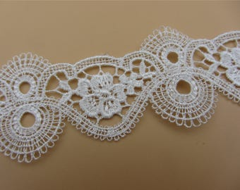 1yard- white Vintage flower Lace Fabric /  Lace Trim / Solubility Lace / white Lace Trim ,Schiffli Lace,machine-made lace,Chemical Lace