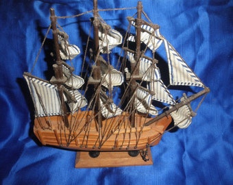 Tall Ships of the World Collection H. M. S Bounty Handcrafted