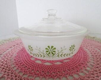GlasBake Green Daisy Days Baking Dish; GlasBake J-2600, 1 1/2 Qt. Casserole Dish with Lid
